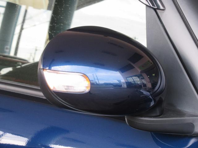 ウィンカー付き電動格納ミラー!!!室内のボタンからドアミラーの開閉やドアミラーの角度調整が可能です。