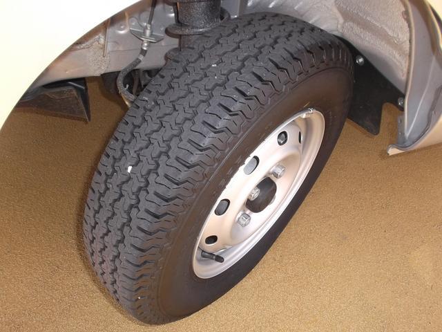 タイヤの溝もまだまだございます。納車前に、タイヤの空気圧や溝の量もチェックします