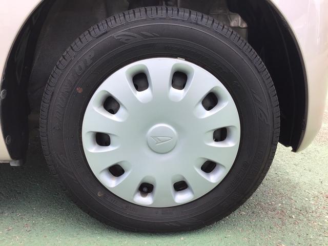 タイヤホイールの画像です。♪。まだまだタイヤ溝ありますよ!すぐに買いかえる心配もなく、次回車検まで使えるかも♪