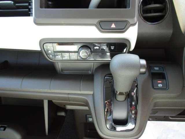オートエアコンで空調操作が簡単!!窓ガラスが曇ってきても自動で消してくれます♪