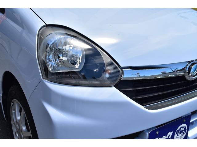 ヘッドライトは透き通っており保管状況もとても良いお車です。
