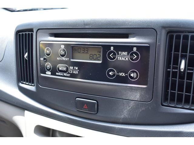 純正のCDデッキ付でAUX入力で携帯オーディオ再生可能です。。
