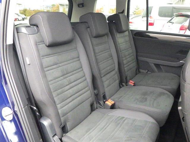後部座席も当然綺麗・清潔に仕上げております。車内がきれいだと気持ちいいですね。