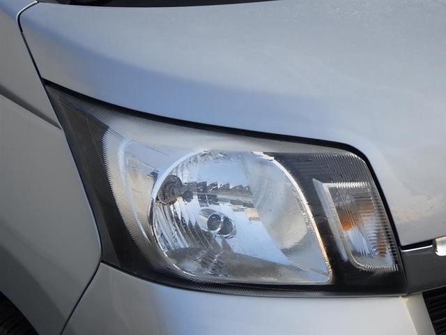 ヘッドライトカバーはクスミもなくキレイ。ハロゲンライトを装備。
