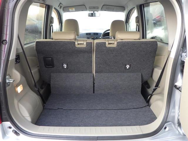 荷室はセカンドシートを動かせば、座席を出したままでも広々荷室に