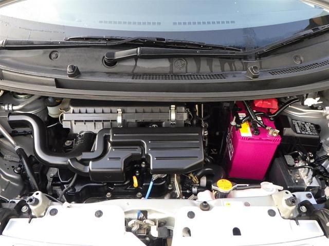 エンジンルームはスチーム洗浄でピカピカ。アイドリングストップ付きで燃費にも貢献