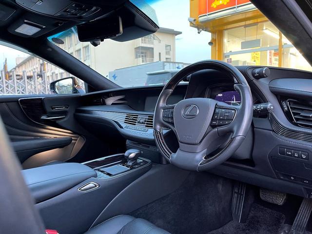 LS500h AWD エグゼクティブ WALD仕様 OZ22アルミ サンルーフ 黒革シート エアサスコントローラー リアエンターテイメント セーフティシステム+A マークレビンソン デジタルインナーミラー 新車保証継承 212ブラック(12枚目)