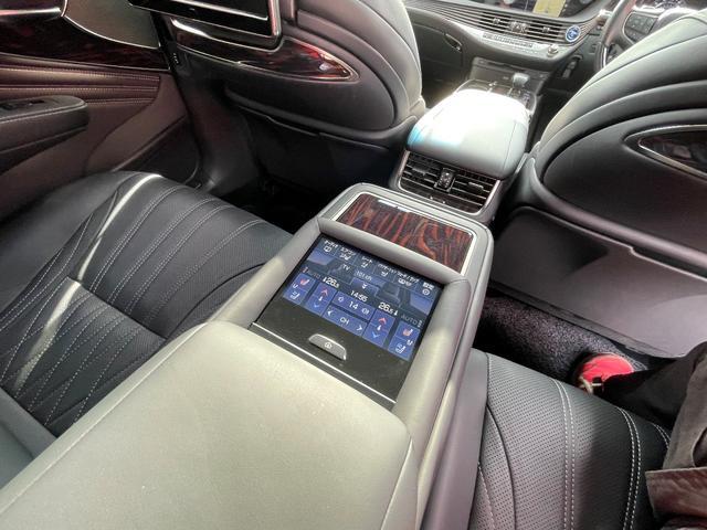 LS500h AWD エグゼクティブ WALD仕様 OZ22アルミ サンルーフ 黒革シート エアサスコントローラー リアエンターテイメント セーフティシステム+A マークレビンソン デジタルインナーミラー 新車保証継承 212ブラック(18枚目)