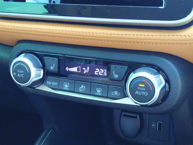 X ツートーンインテリアエディション 登録済未使用車 全周囲カメラ LEDヘッドライト 踏み間違い防止 車線逸脱 インテリルームミラー SOSコール ハイビームアシスト EVモードスイッチ ふらつき警報 プロパイロット(12枚目)