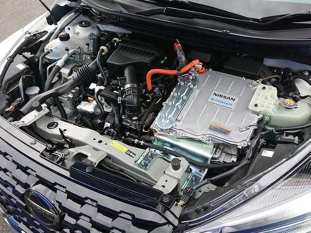 X ツートーンインテリアエディション 登録済未使用車 全周囲カメラ LEDヘッドライト 踏み間違い防止 車線逸脱 インテリルームミラー SOSコール ハイビームアシスト EVモードスイッチ ふらつき警報 プロパイロット(29枚目)