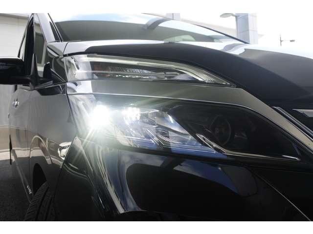 ハイウェイスターV 2.0 ハイウェイスター V 後期型 エマージェンシーブレーキ アラウンドビューモニター プロパイロット 両側電動スライドドア LEDヘッドライト 純正フォグライト 8人乗り 後方車両検知警報(17枚目)