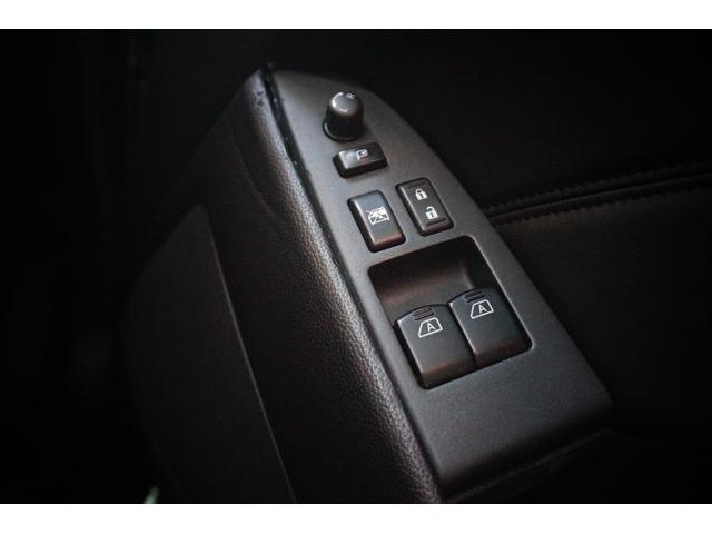 フルオートウィンドウ・電格ミラー。ボタン一つで操作可能です。