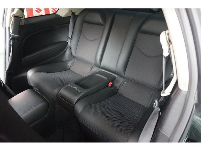 セカンドシートには2名乗車可能になっております。