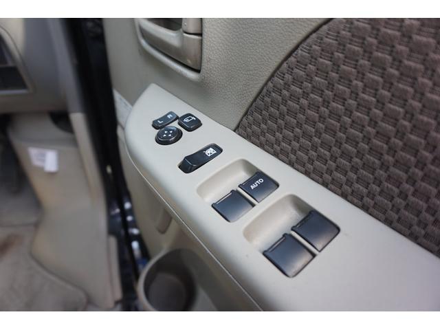 パワーウィンド・電格ミラー付きでボタン一つで操作が可能です。