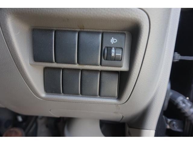 純正レベライザー装備でひっどライトの向きが調整可能です。