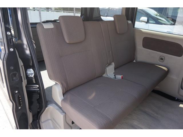 シートも綺麗に保たれており快適な空間になっております。