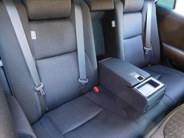 リアシートもコンディション良好です。使用感が殆どありません!ロングドライブ時には是非この後席に座ってみて下さい。