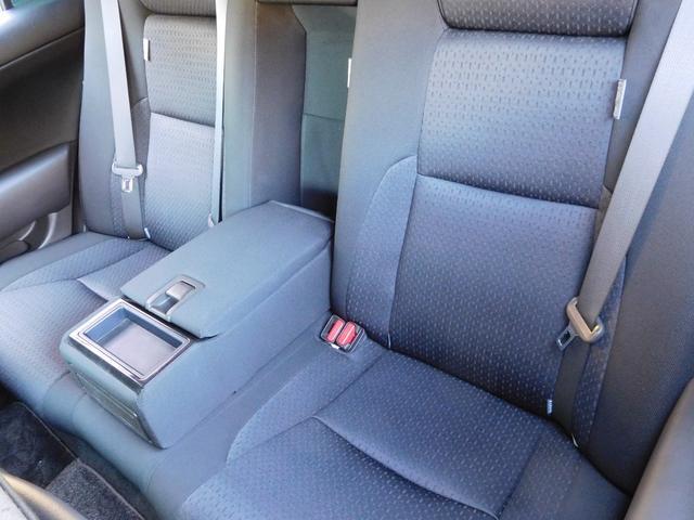 専用革調シートカバーの取り付けも承ります。