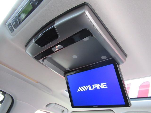 後席用フリップダウンモニター装備です!同乗者の方にも喜ばれるのはもちろんのことお子様はお静かになるに違いありませんよ!