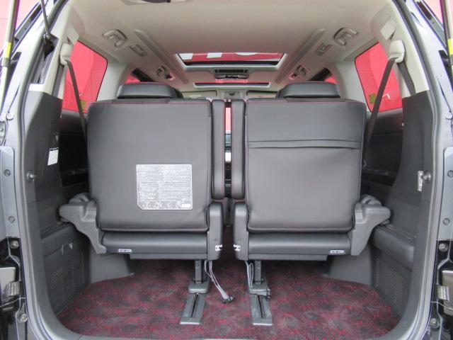 間口の広いトランクは、荷物の積み下ろしが楽なんですよ!使い勝手も良いですよね♪