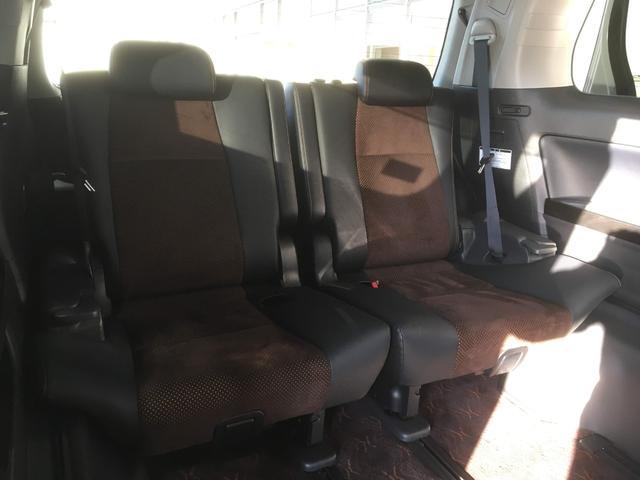 サードシートもゆったり広々!これぞワンボックスの強みですね!