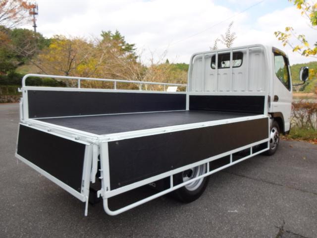 三菱ふそう キャンター 2トン積み4ナンバー全低床平ボディ 荷台塗装仕上済み