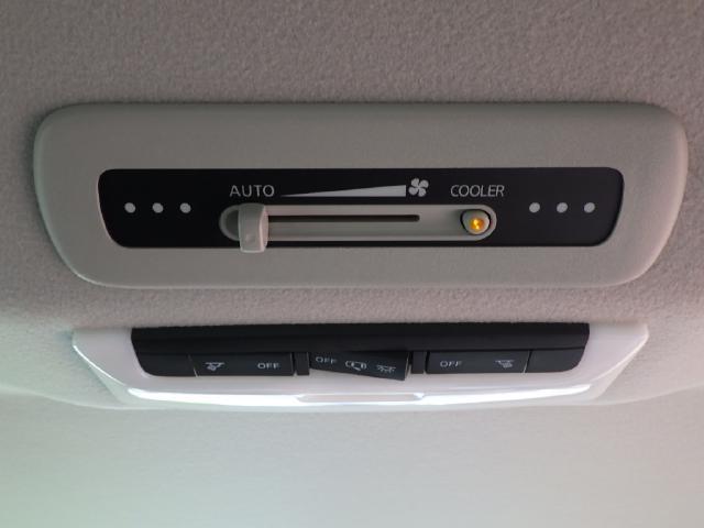 ダブルエアコンが付いて車内全体に効きます