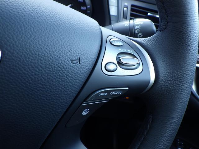 アクセルペダルを踏み続けることなくセットした速度で走行可能なクルーズコントロール付き!特に長距離ドライブの際、運転者の疲労軽減や同乗者の快適性を向上させます。