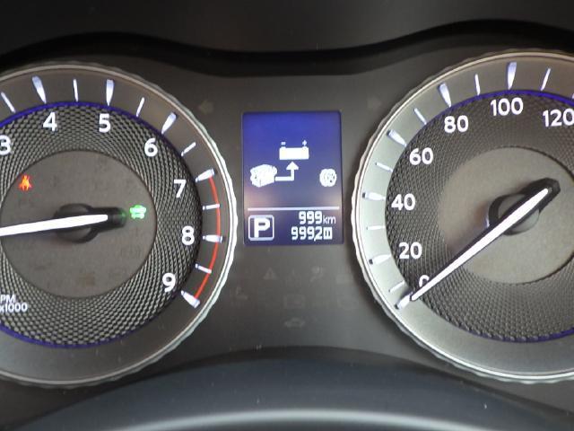 タコメーター、燃費、エコ運転状況など多彩な情報を表示するディスプレイメーター!