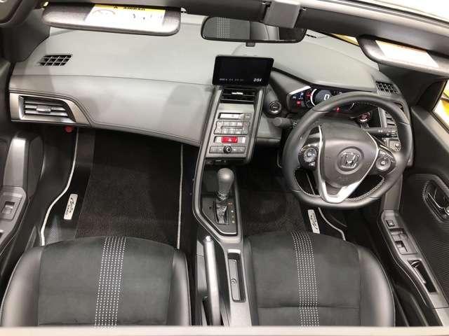 運転席・助手席のシートはホールド感があり運転しやすく快適