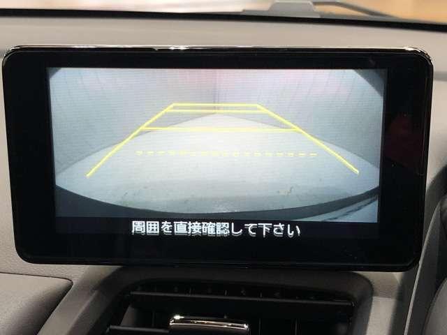 《バックモニター》駐車するとき、後ろのスペースがどれくらいあるかわからず、うまく停められない・・なんてことを防ぐ、バックカメラを装備。