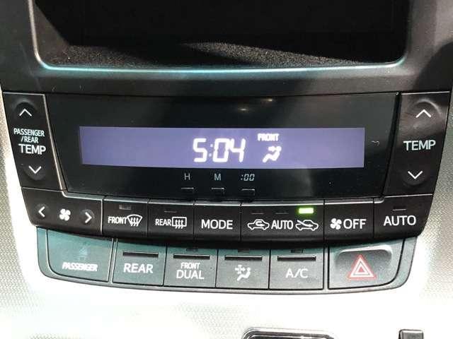 《左右独立オートエアコン》左右で独立して温度設定できるオートエアコンです!運転席、助手席別々に温度設定できると、みんなと快適に過ごせますよね★