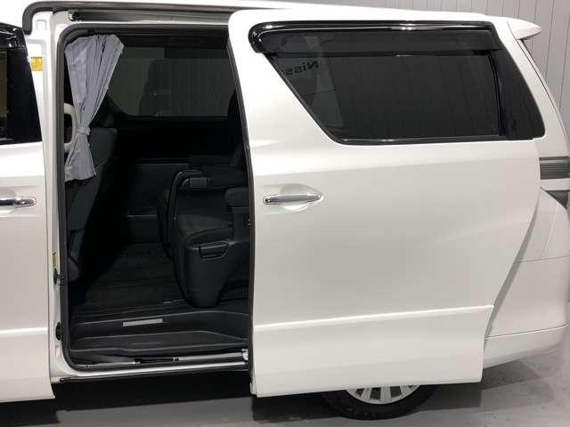 《スライドドア》スライドドアで隣の車を気にせずドアの開閉が可能★狭い駐車場などでも楽々荷物の積み下ろしが可能です
