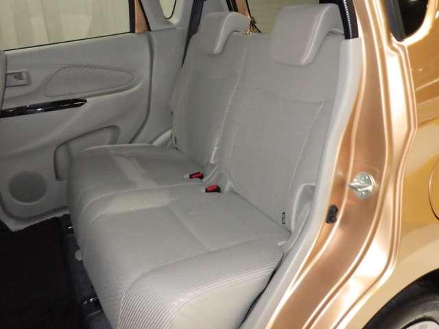 《後部座席》足元もゆったりしており、家族のお出かけも快適にドライブできます★