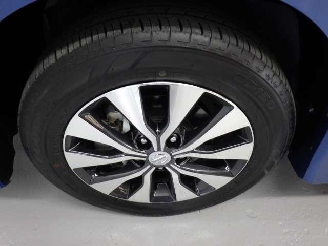 タイヤサイズ「195/60R16」純正のアルミホイールで外観もかっこよく、燃費向上にも一役かっていますよ