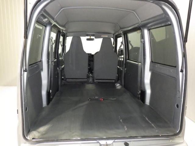 シートを畳むとさらに長い荷物も積載可能です