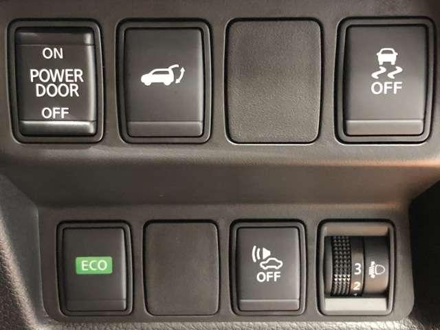 《オートバックドア》ボタンを押すだけでバックドアが開閉出来て便利です!!運転席からもバックドアが開閉出来るので、雨の日などにも便利で快適★