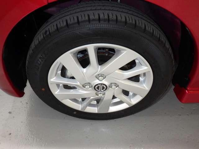 タイヤサイズ「155/65R14」純正のアルミホイールで外観もかっこよく、燃費向上にも一役かっていますよ