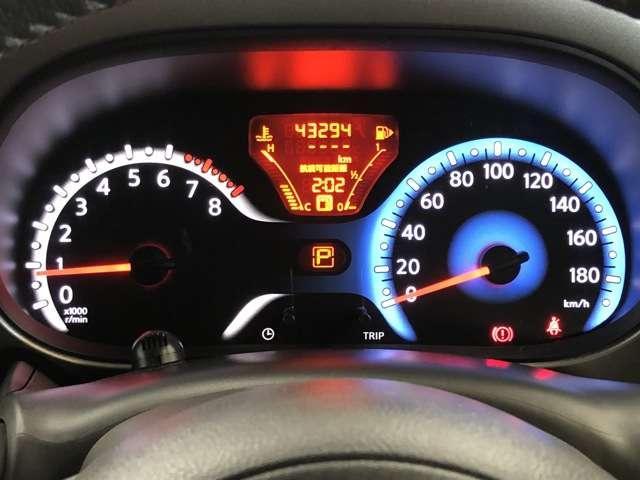 見やすくて機能的。エコドライブをさぽーとするメーターと支援機能。瞬間燃費・平均燃費などを表示し、エコドライブをサポートするファインビジョンメーターを採用しました。