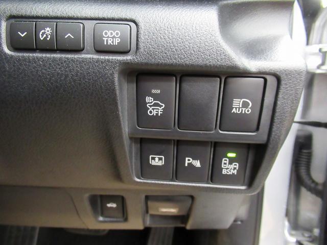 IS300h バージョンL [走行5.5万キロ]エマージェンシーブレーキ・シートエアコン・本革シート・クルーズコントロール・シートヒーター・車線逸脱警報・禁煙車・バックカメラ・LEDヘッドライト・メーカーナビゲーション(18枚目)