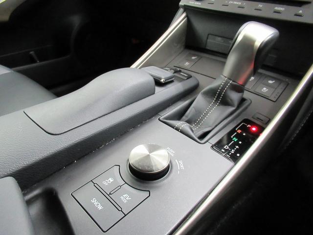 IS300h バージョンL [走行5.5万キロ]エマージェンシーブレーキ・シートエアコン・本革シート・クルーズコントロール・シートヒーター・車線逸脱警報・禁煙車・バックカメラ・LEDヘッドライト・メーカーナビゲーション(22枚目)