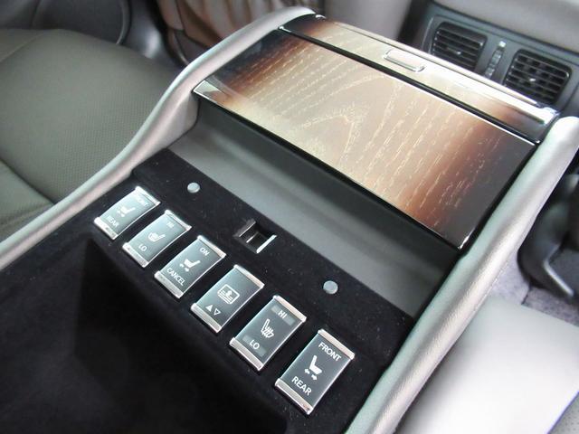 VIP (走行2.3万キロ)本革シート メーカーナビ フルセグTV アラウンドビューモニター シートヒーター シートエアコン 純正ドラレコ 禁煙車 オットマン エマージェンシーブレーキ LEDヘッドライト(38枚目)