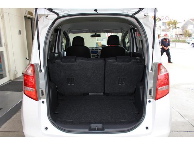 5名乗車状態でも荷室スペースはしっかり確保されております♪