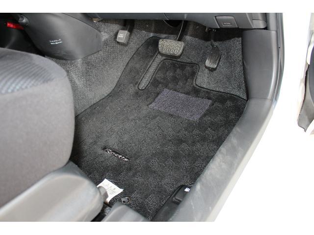 当店はお客様がお車ご購入後に気持ちよく乗っていただけるように、展示車両を大切に扱い、綺麗な状態を維持しております。