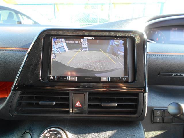 カロッツェリア製のメモリーナビ(RZ55)を装着しています。DVD再生、ブルートゥース接続が可能です。(レンタカーモデルですのでテレビは観れません)バックカメラも装備していますので車庫入れも楽々です。