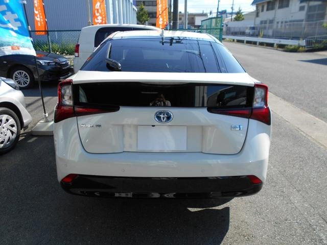トヨタディーラーで点検後、保証継承手続きをしてご納車いたします。新車登録から3年間(特別保証対象部品は5年間)のメーカー保証が受けられます。