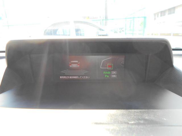 車庫入れなどでの接触を防ぐ後退時ブレーキサポートも装備しています。クリアランスソナーも付いていますので障害物との距離を色で表します。わかりやすくて便利です。