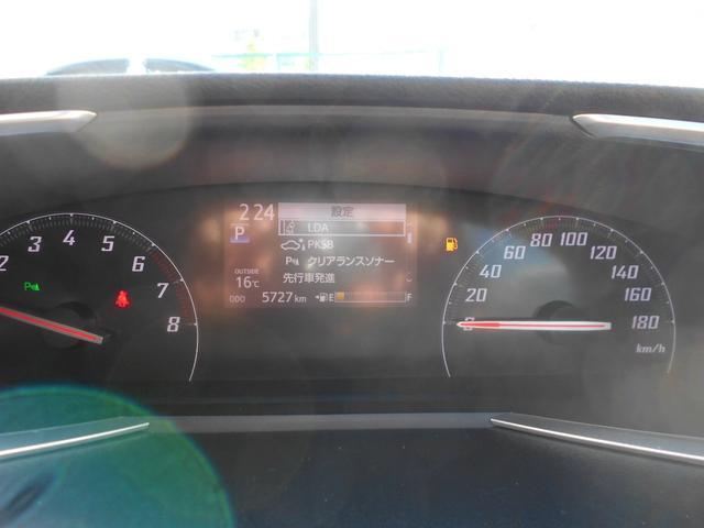 走行距離もまだ5700kmです。クリアランスソナーやパーキングサポートブレーキも装備しています。