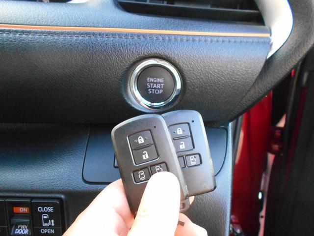 便利なプッシュスタート式スマートキーです。スペアキーも付属しています。盗難防止装置も内蔵していますので安心です。