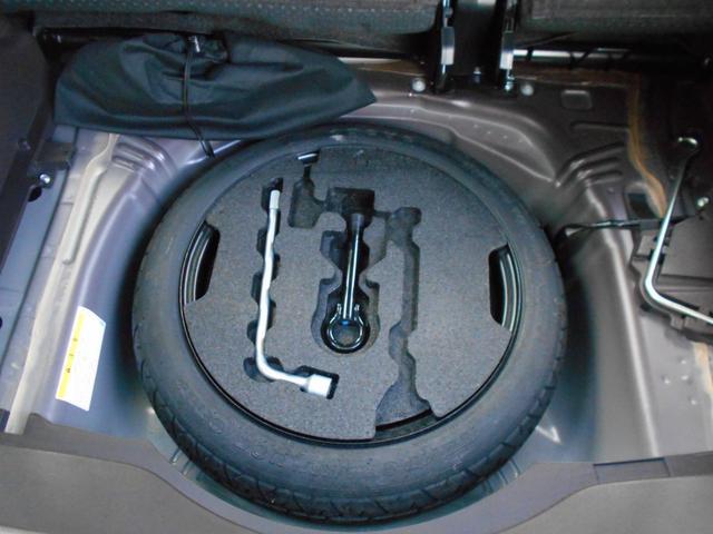 メーカーオプションのスペアタイヤも付いています。やはり有ると安心です。